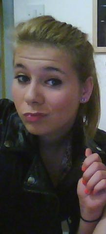 Mon Nom ??? ♥ , Mon Prénom Orlane ♥ , Mon Age 17 Ans ♥ , Mon Adresse Msn Demande Moi ♥ ,Celibataire ♀ & ♂  , J'Habite Ancerville ♥