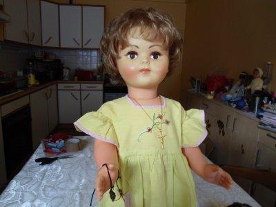une jolie poupée de 65cm