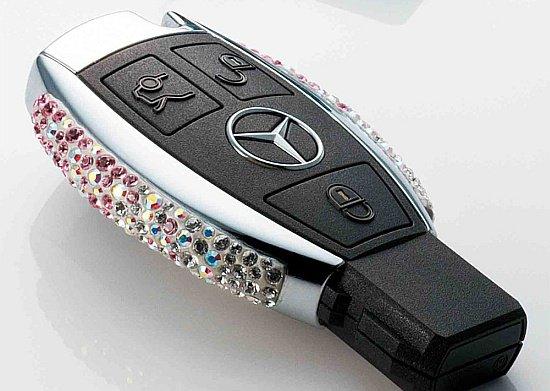 Une Mercedes rien que pour les filles grâce à Swarovski