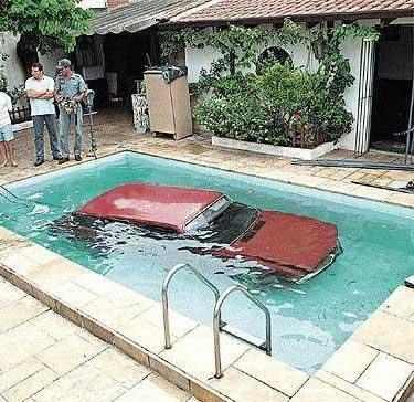 piscine de r ve humour. Black Bedroom Furniture Sets. Home Design Ideas