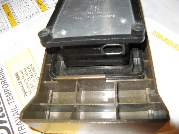 RECHERCHE  PEDALE DE MACHINE A COUDRE ELECTROLUX 4710