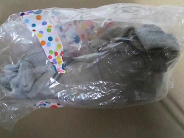 Les chaussettes de Cassy portées pendant 8 jours, que j'ai reçu. Elle a pris soin de me les enfermées dans un sac de congélation pour garder toute l'odeur ^^