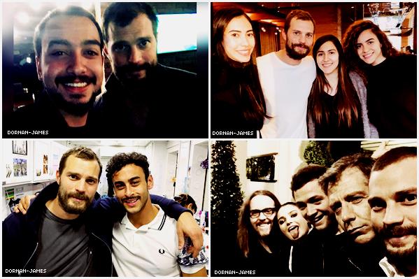 """"""" ● ●Le 17 décembre 2017, de nouvelles photos de Jamie avec des fans sont apparues. Jamie très souriant. Le tournage de A Private War étant finit , Jamie va pouvoir passer les fêtes en famille. Retour a Londres l'an prochain."""