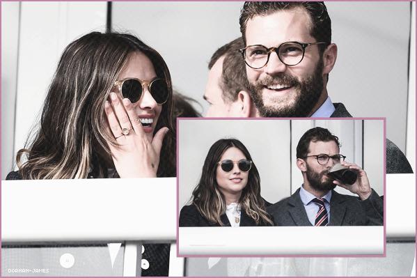 . 16/03/18.─ Jamie et sa femme Amélia participaient au Cheltenham 2018 Gold Cup Day, UK. J'adore la tenue de Jamie, beaucoup moins celle d'Amélia par contre! J'aime beaucoup son style avec ses lunettes , TOP! .