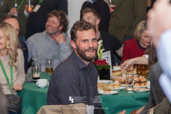 . 17/03/18─Jamie et Amélia àTwickenham pour voir le match de RugbyAngleterre / Irlande. J'adore le sourire de Jamie, il est vraiment trop beau! Sa femme Amélia l'a accompagner pour le match. L'Irlande vainqueur! .