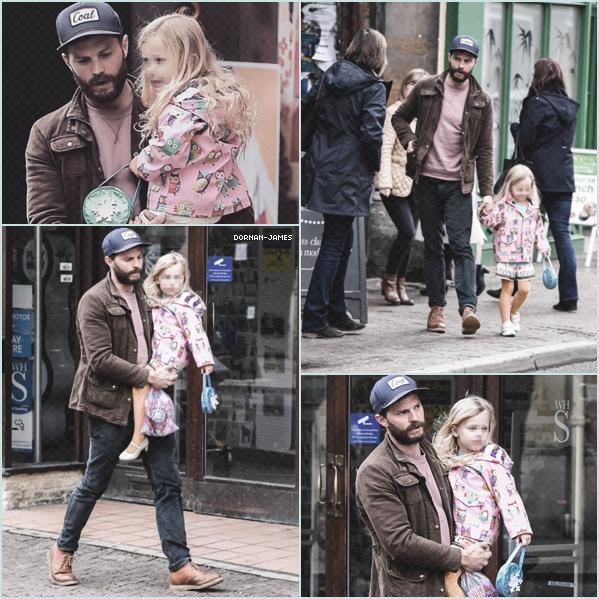 . 27/03/18─Jamie et sa fille Dulcie étaient àCirencester près des Cotswolds, en Angleterre. J'adore la petite tenue de Dulcie , la fille de Jamie , elle est trop mignonne, en revanche Jamie a toujours sa barbe! Un TOP. .