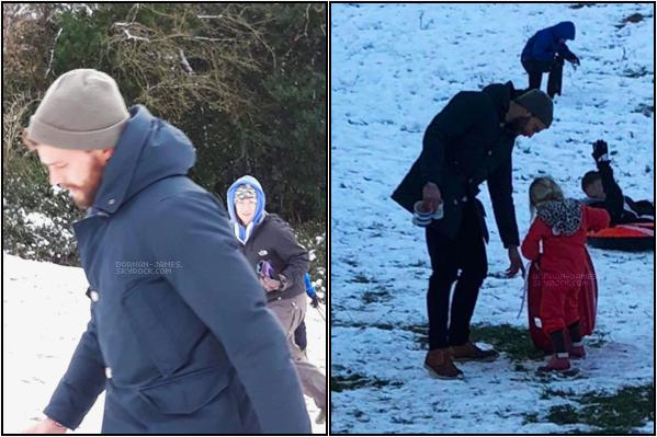 . 06/02/19─ Notre Papa Dornan et petit fille Dulcie jouait ensemble dans la neige à Cotswolds. Pas d'Amélia en vue ses jours-ci elle doit surement se reposer pour le nouveau bébé qui va bientôt arriver. Trop TOP! .