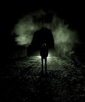 J'avance dans l'ombre.