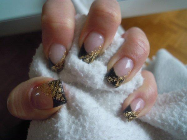 Noir et feuille d or , creation,ongle 100% gel