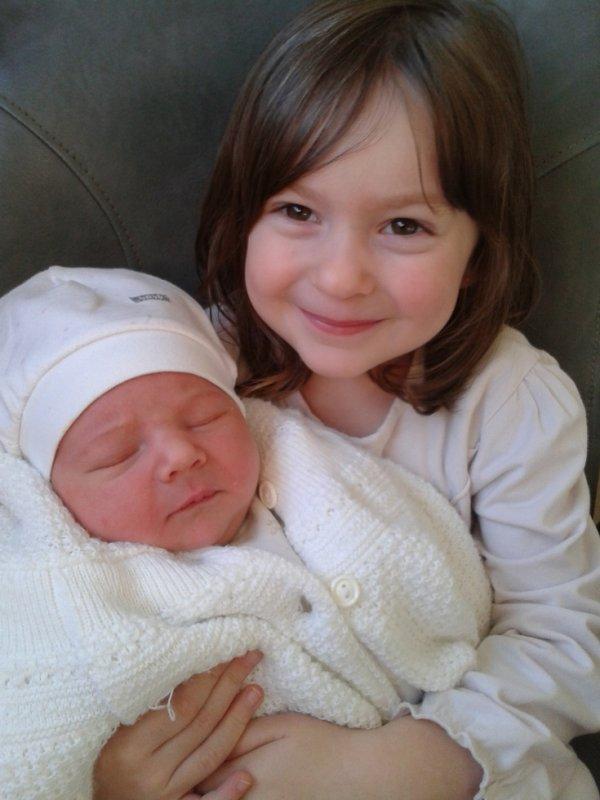 ma fille méloé et sa petite soeur shayna