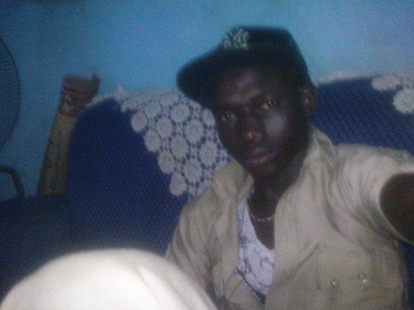 Je suis la Encors Moi president Yayous 1er Le Manequin Suprême