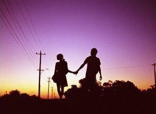 La seule raison pourquoi les gens s'accrochent aux souvenirs, c'est que ce sont les seules choses qui ne pourront jamais changer
