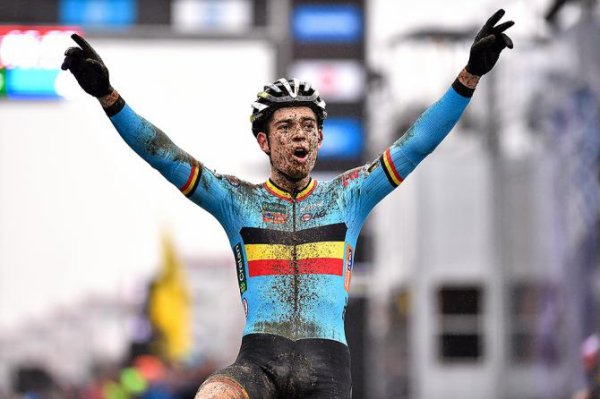 CYCLO-CROSS       Wout Van Aert gagne à Loenhout