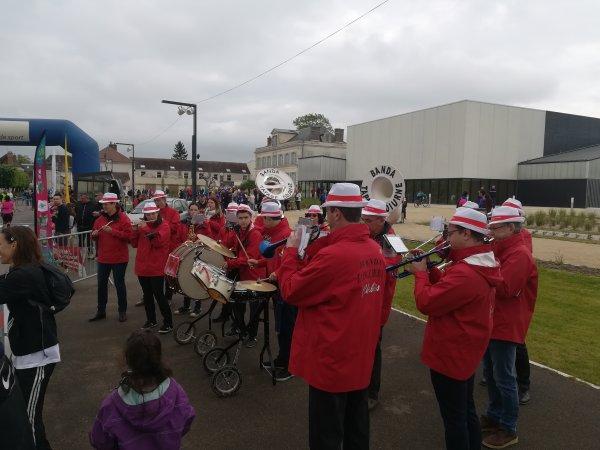 """Samedi 28 avril - 90 km de vélo sous la pluie ! Dimanche 29 - Embauché comme """"signaleur"""" au semi-marathon de Monéteau !"""