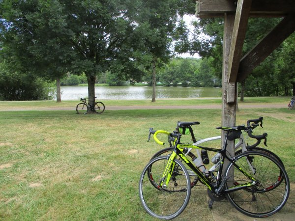 """Samedi 6 juillet - Sortie  Ufolep  """"La Laroussienne""""  à l'étang de  Toucy - 86 km de vélo !"""