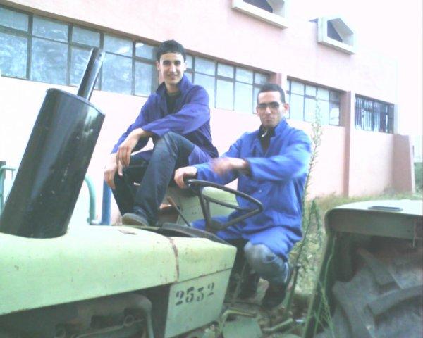 moi et mounaime c moi le  Conducteur de tracteur ^^  ( grate vitesse 2eme et tourne a droite )