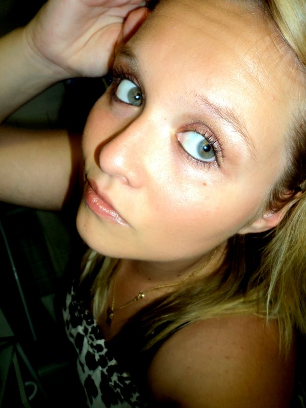 ~ Je me considère comme une fille bien & correcte & rien à foutre de celui ou celle qui va me contredire j'ai aucun compte à rendre à personne ! :D ♥
