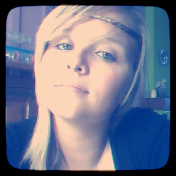 N'essaie pas d'être quelqu'un de parfait, car la perfection n'existe pas . Sois juste quelqu'un de bien