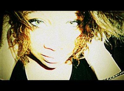 Si tu m`αperçois un jour dαns lα rue Chéry j` αurαis surment mon Sony dαns les mains, le slim sur les fesses ,, le gloss sur lα bouche, le rɑp dαns les oreilles &le sourire ɑux lèvres ; mαin dαns lα mαin ɑvec l`homme de mes reve ♥