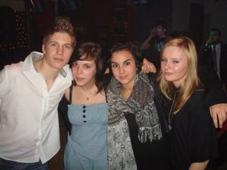 Belle soirée au Bal ! Avec Karine  &Sandra (l) <3 =) a refaire !