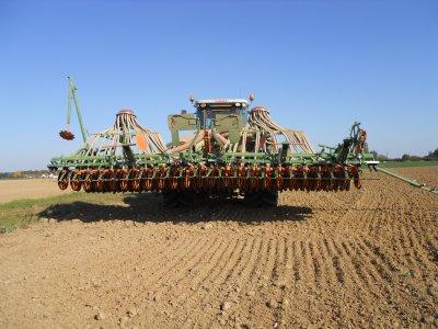 semis de blé 2011 avec un combiné amazone 6m et un axion 850