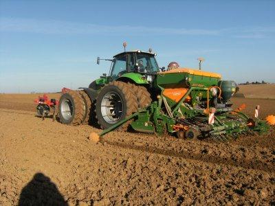 semis de blé 2011 avec un combiné amazone 3m et un deutz 260ch