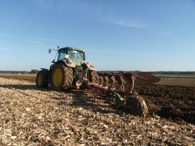 labour et semis avec JD, charrue 5 corps kverneland et semoir kuhn