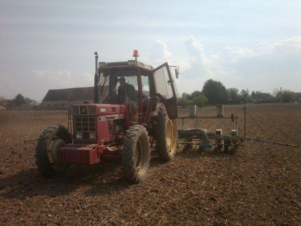 semis de tournesol avec du materiel en bon état pour son âge !!
