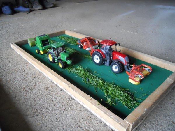 exposition de miniatures à la porte ouverte de mon école