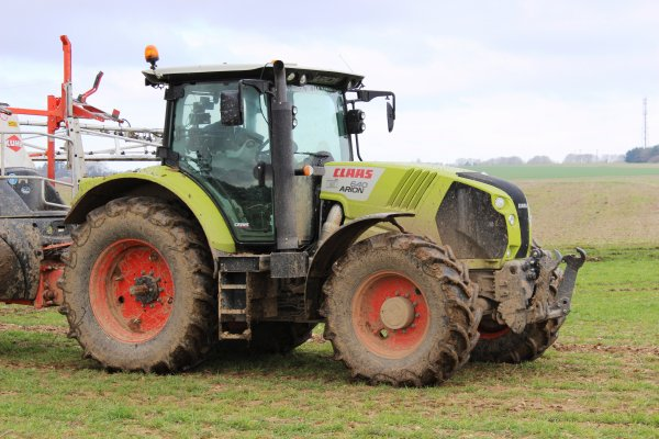 belle ensemble claas arion 640 et kuhn a l'azote