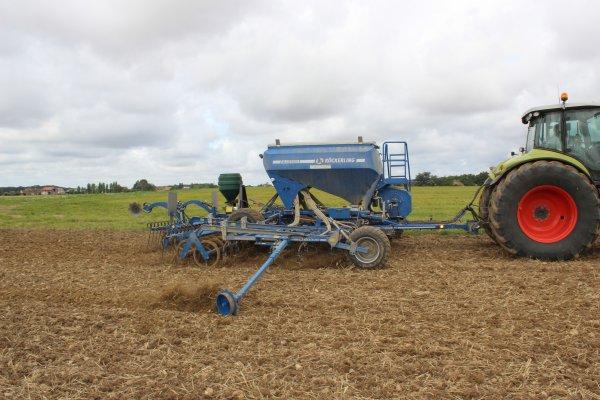 la saison des semis recommence avec les semis de colza dans le gatinais