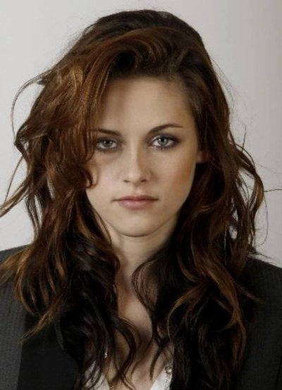 . -Vous prefferez Kristen les cheveux longs ou courts??=)  .                                                                                                                                                                                                                                        -
