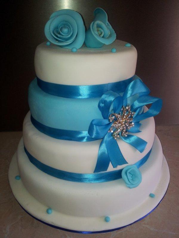 wedding cakes bleu et blanc