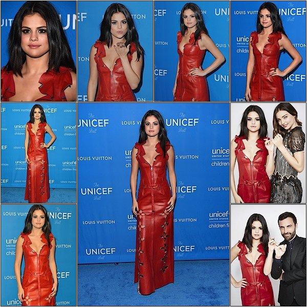 -- 12/01/16: Selena Gomez assister à la 6ème Biennale de L'UNICEF à Beverlly Hills en Californie. Je trouve la robe rouge de Selena sublime, elle est magnifique son makup est jolie est simple. TOP pour moi.Qu'en pensez vous?  --