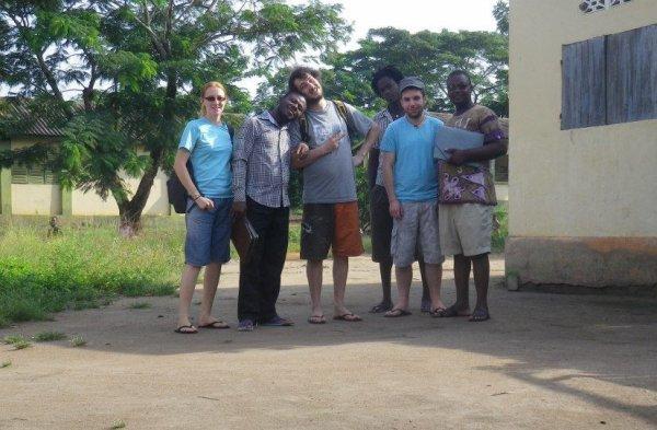L'équipe d'enquête pour l'étude de milieu à Alokoégbé: Julie, Bossa, Jérémy, Claudio, Christophe et Emmanuel