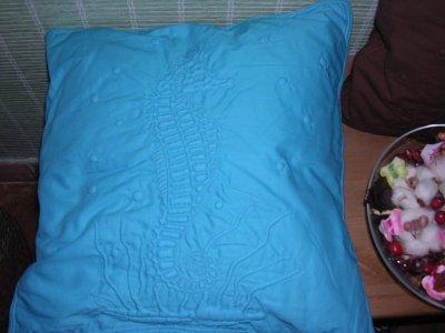 coussin hippocampe offert à ma fille et décliné en bleu par Coco