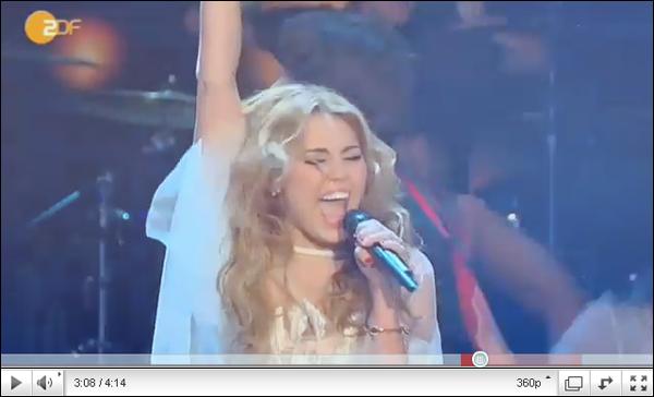 .   Miley en préstation, en Allemagne. Photo personnelle + Photos prestation  + Vidéo. .