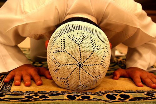 """♥ Les statuts du genre """"Si tu adores Allah Azzawâjel colle sa sur ta page """", c'est du mensonge.  Si tu adores Allah Azzawâjel colle ton front sur le sol. ♥"""