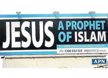 """{ et à cause leur parole : """"Nous avons vraiment tué le Christ, Jésus, fils de Marie, le Messager d'Allah""""... Or, ils ne l'ont ni tué ni crucifié; mais ce n'était qu'un faux semblant! Et ceux qui ont discuté sur son sujet sont vraiment dans l'incertitude : ils n'en ont aucune connaissance certaine, ils ne font que suivre des conj ectures et ils ne l'ont certainement pas tué . mais Allah l'a élevé vers Lui. Et Allah est Puissant et Sage. }  [ Sourate 4 - Verset 157 et 158 ] ♥"""