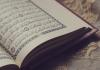 'Abd Allah Ibn 'Amr Ibn Al-'Âs rapporte que le Prophète (salallahu 'alayhi wasalam) a dit : « On dira [au Jour de la Résurrection] au lecteur assidu du Coran : « Lis et monte [les degrés du Paradis]. Récite clairement comme tu le faisais en ce bas monde. Ta place au Paradis sera au dernier verset que tu liras. » [Abû Dâwûd et At-Tirmidhî]