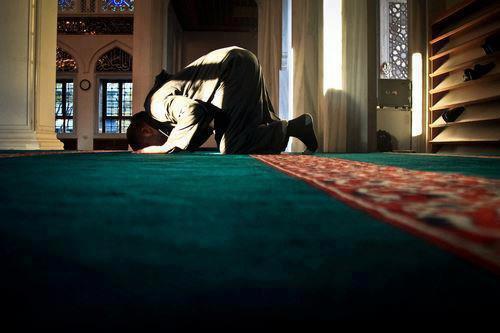 Quel est le plus grave entre ces deux péchés: la fornication ou l'abandon de la prière?