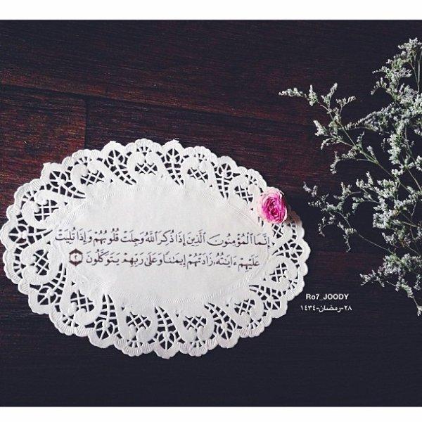 Omar ibn Abdul Aziz se mit à pleurer un jour, alors qu'il n'était qu'un petit enfant. Sa mère envoya lui demander ce qui le faisait pleurer. Il répondit : « Je me suis souvenu de la mort ». Au moment de cette scène, il mémorisait déjà entièrement le Qu'an. Sa mère pleura lorsqu'elle apprit cela. [Al Iyale, 1/475]
