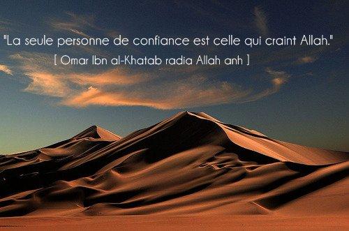 """""""La seule personne de confiance est celle qui craint Allah.""""  [ Omar Ibn al-Khatab radia Allah anh ]"""
