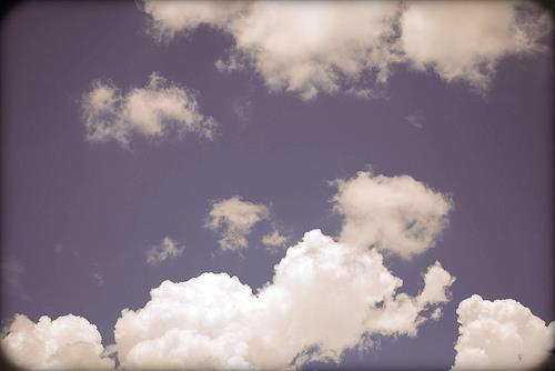 La vie est bien trop courte Pour la gaspiller dans les comptes Profitez donc de ses heures (dans l'obéissance d'Allah) Car elles sont aussi éphémères que les nuages