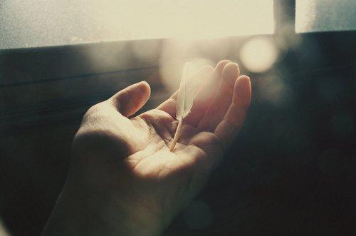 Celui qui parle beaucoup, se trompe beaucoup. Et celui qui se trompe beaucoup, risque de commettre beaucoup de péchés.