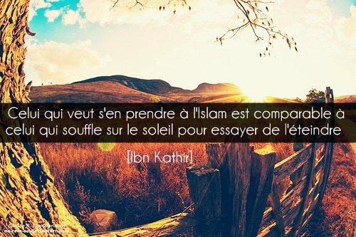 """Celui qui veut s'en prendre à l'Islam, est comparable à celui qui souffle sur le soleil pour essayer de l'éteindre"""". Ibn Kathir Rahimaho Allah ."""