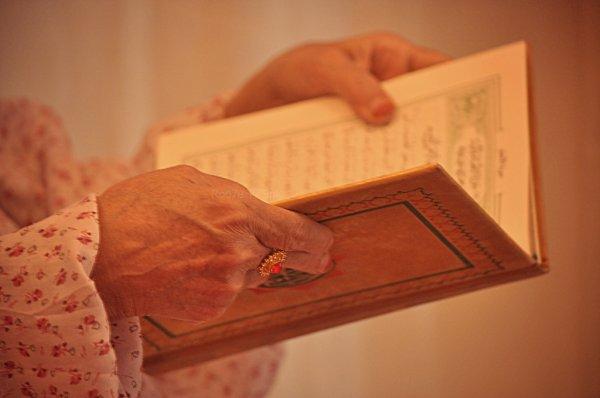 Ibn Mas'oud (qu'Allah l agrée) à dit: Celui qui aime le Coran qui lui soit fait l'annonce d'une bonne nouvelle [rapporté par Ad Dârimî]