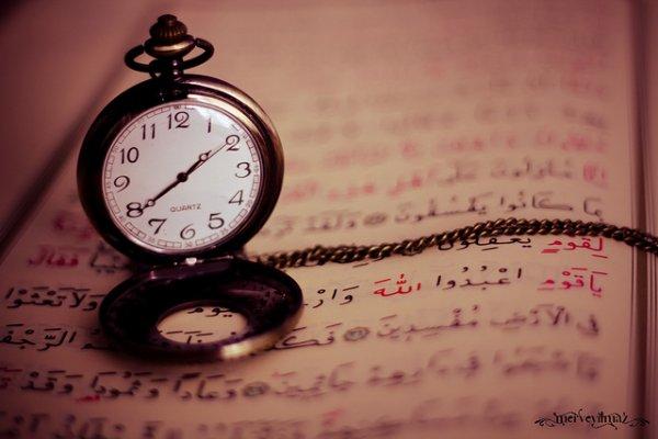"""L' Imam aldhahaby qu' Allah lui fasse miséricorde a dit, dans (son livre) """"tadhkirat al houfadh"""" :  """"Qu' Allah fasse miséricorde à celui qui s' occupera de sa propre personne, qui diminuera ses paroles, qui se tournera vers la lecture du coran, pleurera sur son époque, qui ne cessera de poser ses yeux sur les deux sahihs et adorera Allah jusqu' à ce qu' il soit surpris par la mort."""""""