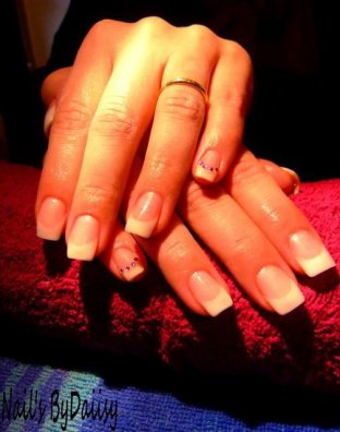 Pose d'ongle en gel.
