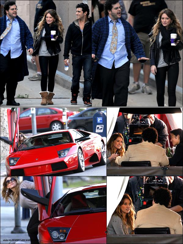 """. Samedi 30 Octobre : Hilary se promenant avec ses co-stars et tournant quelques scènes sur le plateau du film """"She Wants Me"""".."""